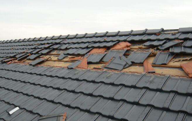 強風で飛んだ瓦屋根の修理